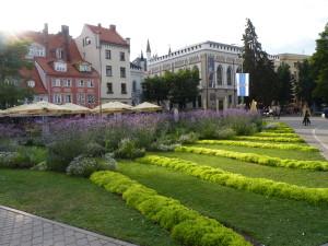 Parková úprava vlotyšské Rize formou záhonů.